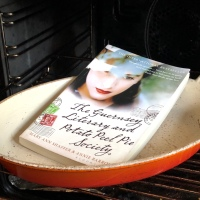 The Guernsey Literary and Potato Peel Pie Society - Mary Ann Shafter and Annie Barrows - Book Review (2008)